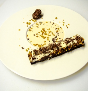 Photography recipe Lyophilised chocolate bar; tea sauce