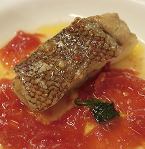 Photography recipe Grouper with tomatoes and raisins, garlic & basil