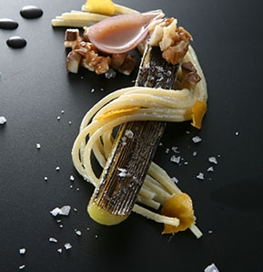 Photography recipe Gragnano spaghettini with leeks, mullet roe and macadamia nuts