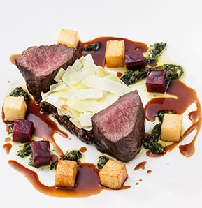 Photography recipe Venison, its own haggis, chanterelles, leeks, beetroot, basil pesto, truffled jus
