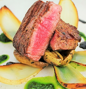 Photography recipe Beef Tenderloin with Charred Onions